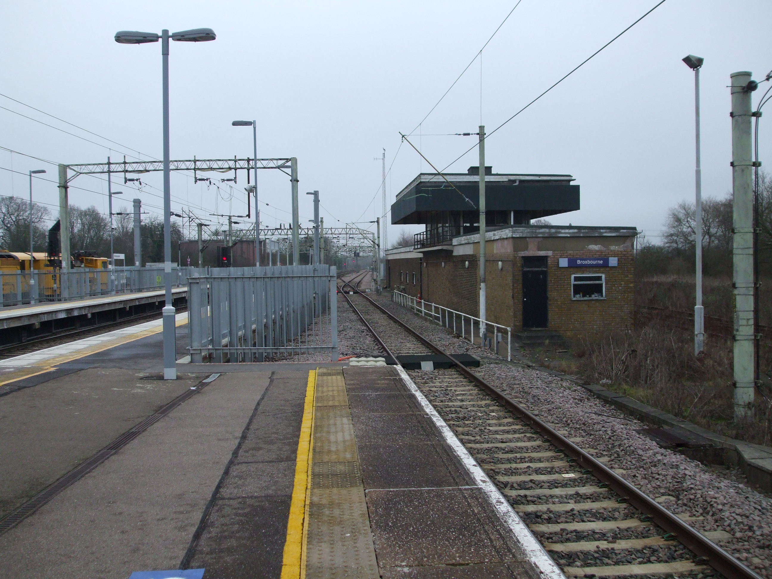File:Broxbourne station slow southbound look north3.JPG ...