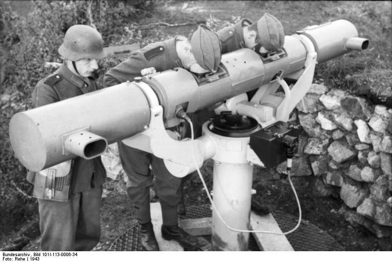 File:Bundesarchiv Bild 101I-113-0006-34, Nordeuropa, Küstenbatterie, Entfernungsmesser.jpg