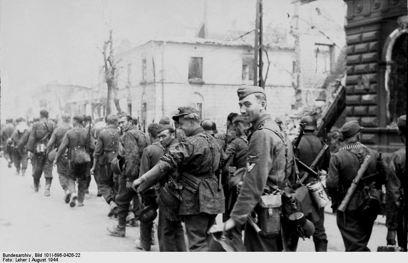 https://upload.wikimedia.org/wikipedia/commons/f/f0/Bundesarchiv_Bild_101I-696-0426-22%2C_Warschauer_Aufstand%2C_Einmarsch_von_Waffen-SS.jpg