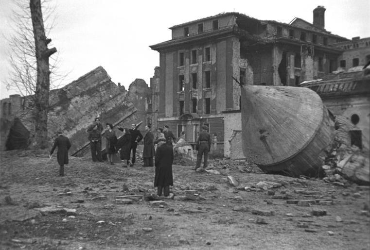 File:Bundesarchiv Bild 183-M1204-318, Berlin, zerstörte Reichskanzlei.jpg