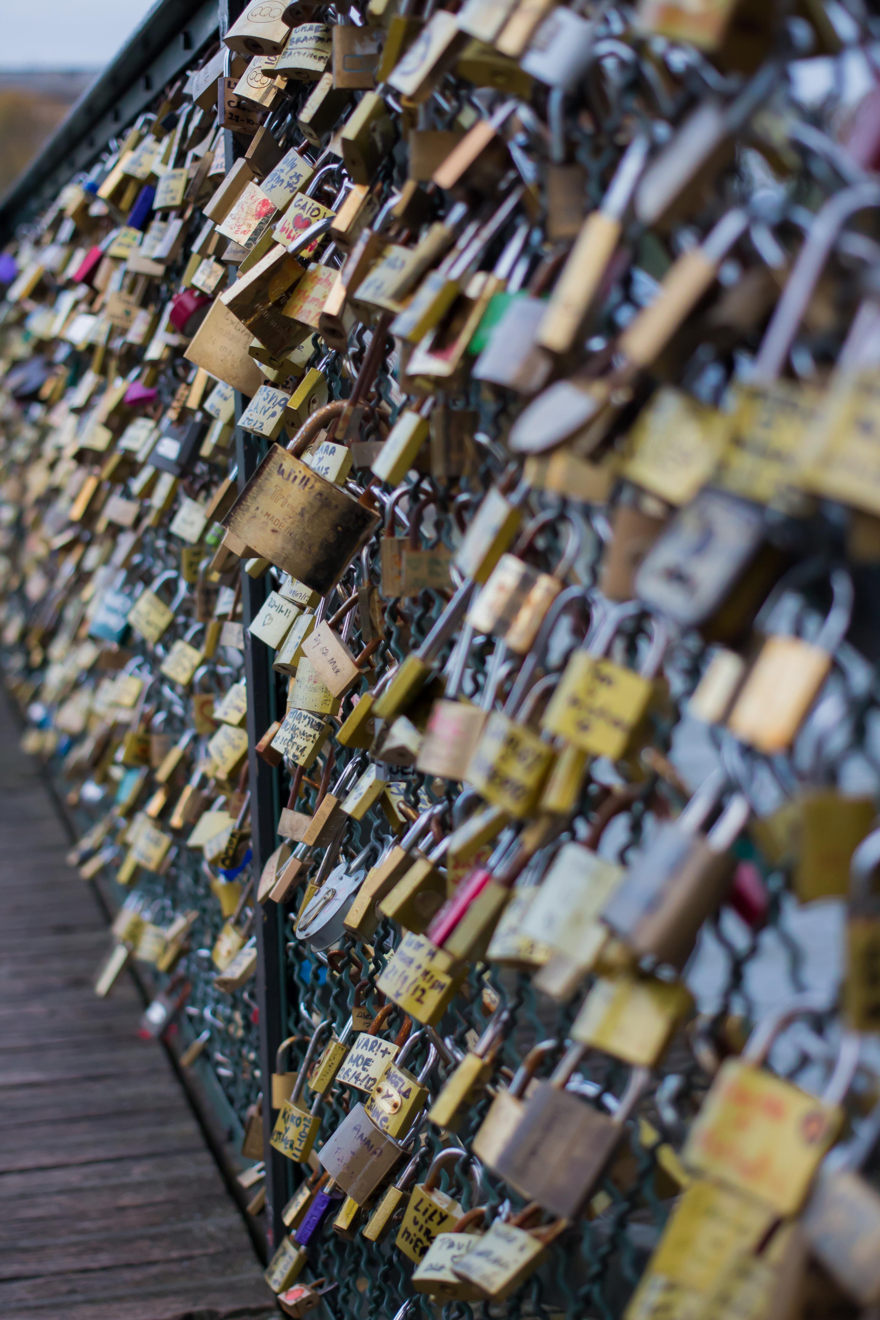 Amoureux paris rendez vous sur le pont des arts - Le pont de lamour a paris ...