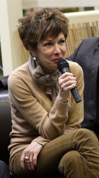 Catherine Laborde lors de la conférence de presse de lancement de la Vente généreuse sponsorisée en partenariat entre PriceMinister et La Chaine du Coeur (en présence des parrains des diverses associations). | Photo : Wikimedia.