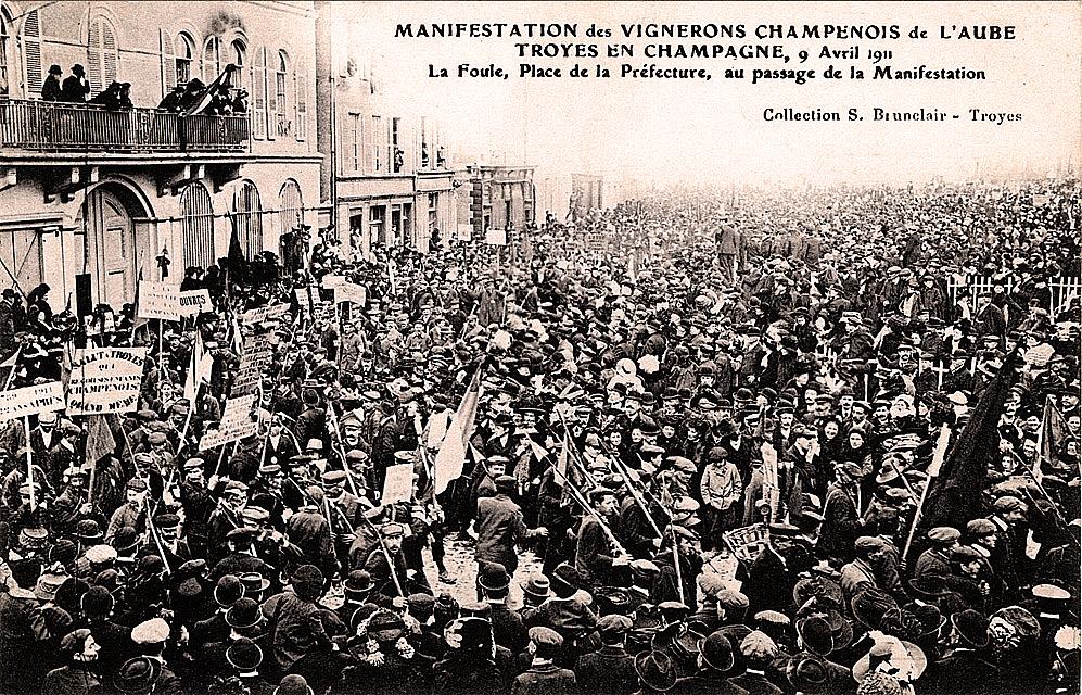 Champagne Troyes manifestation du 9 avril 1911.jpg