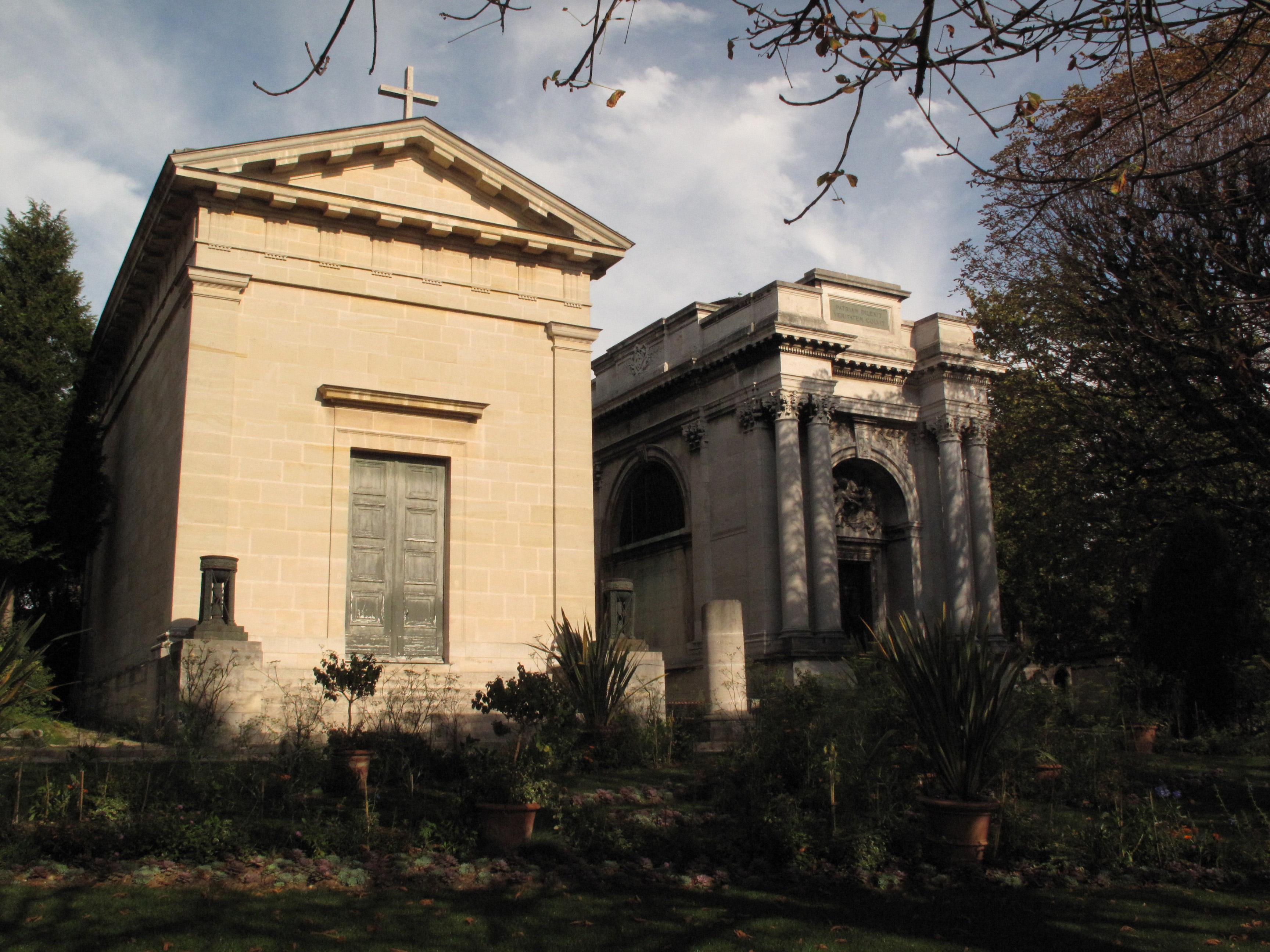 Chapelle du Cimetière du Père Lachaise Paris 20ème.jpg