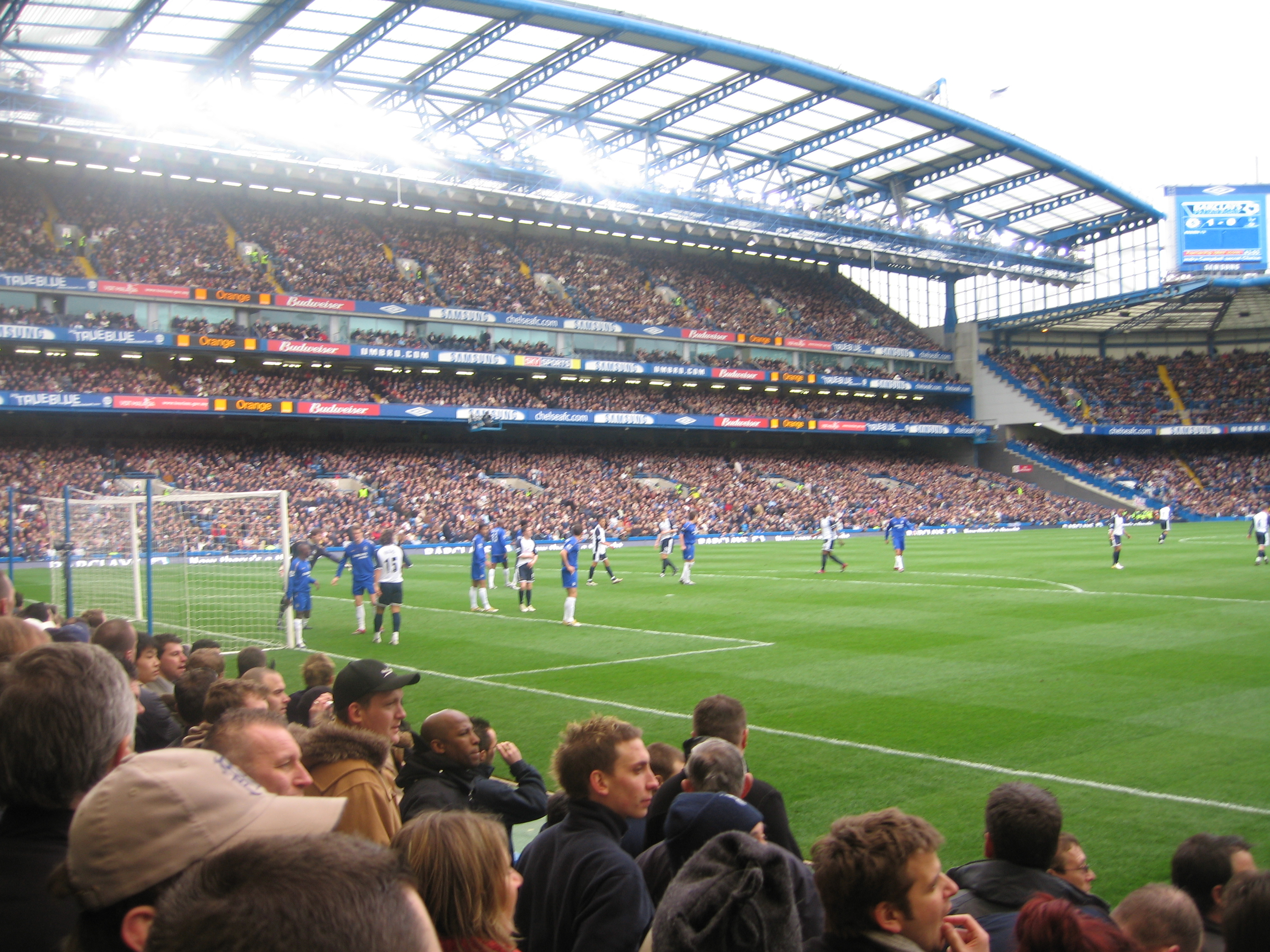 http://upload.wikimedia.org/wikipedia/commons/f/f0/Chelsea_defend_corner.jpg