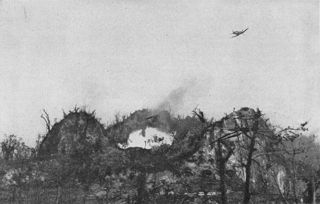 Corsair_attacks_jap_bunker_on_Peleliu.jp