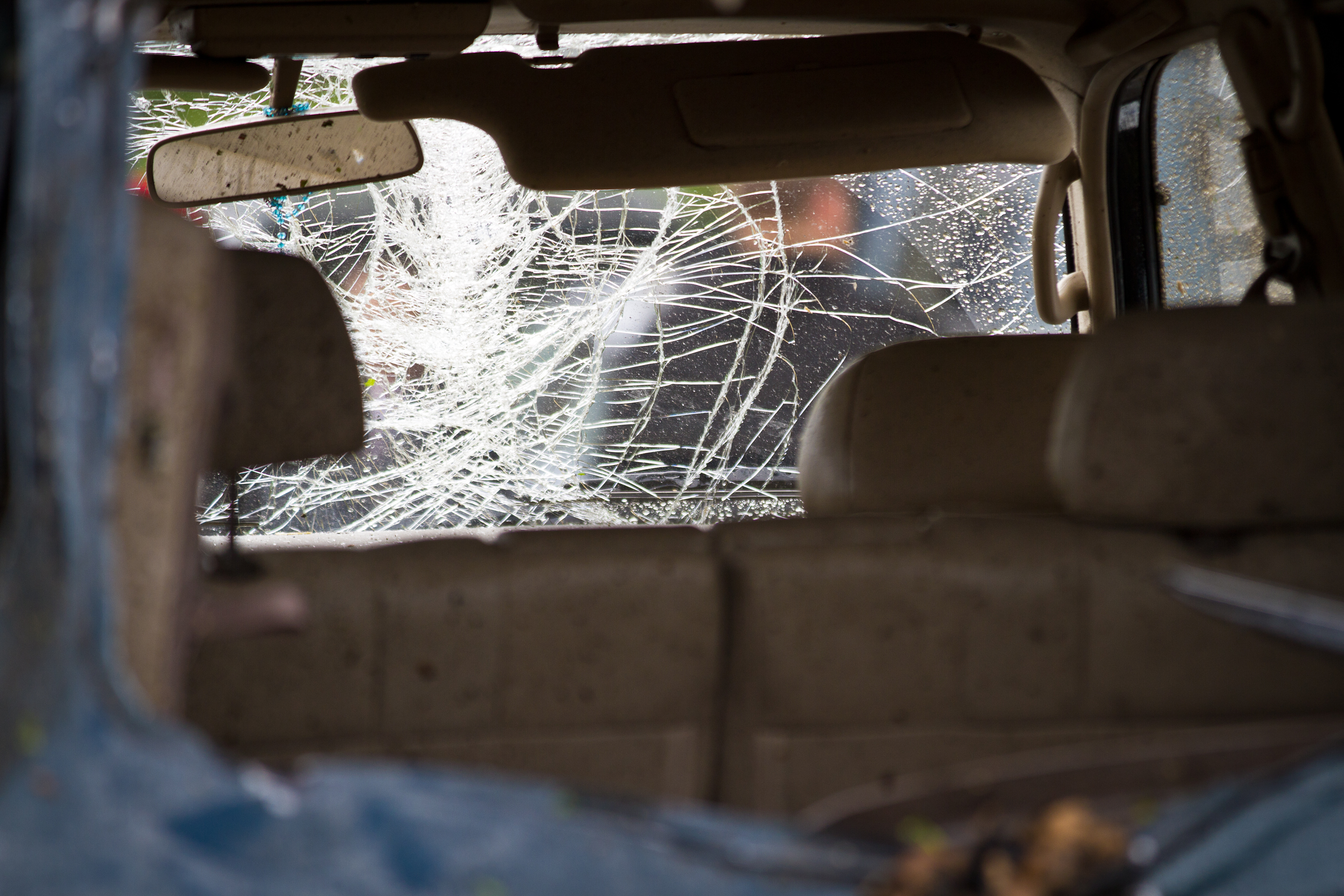File:Cracked Windshield (5748324520).jpg - Wikimedia Commons