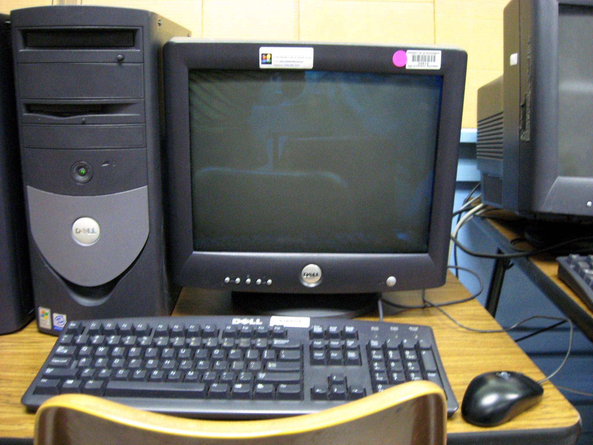File:Dell Desktop Computer in school classroom.jpg ...