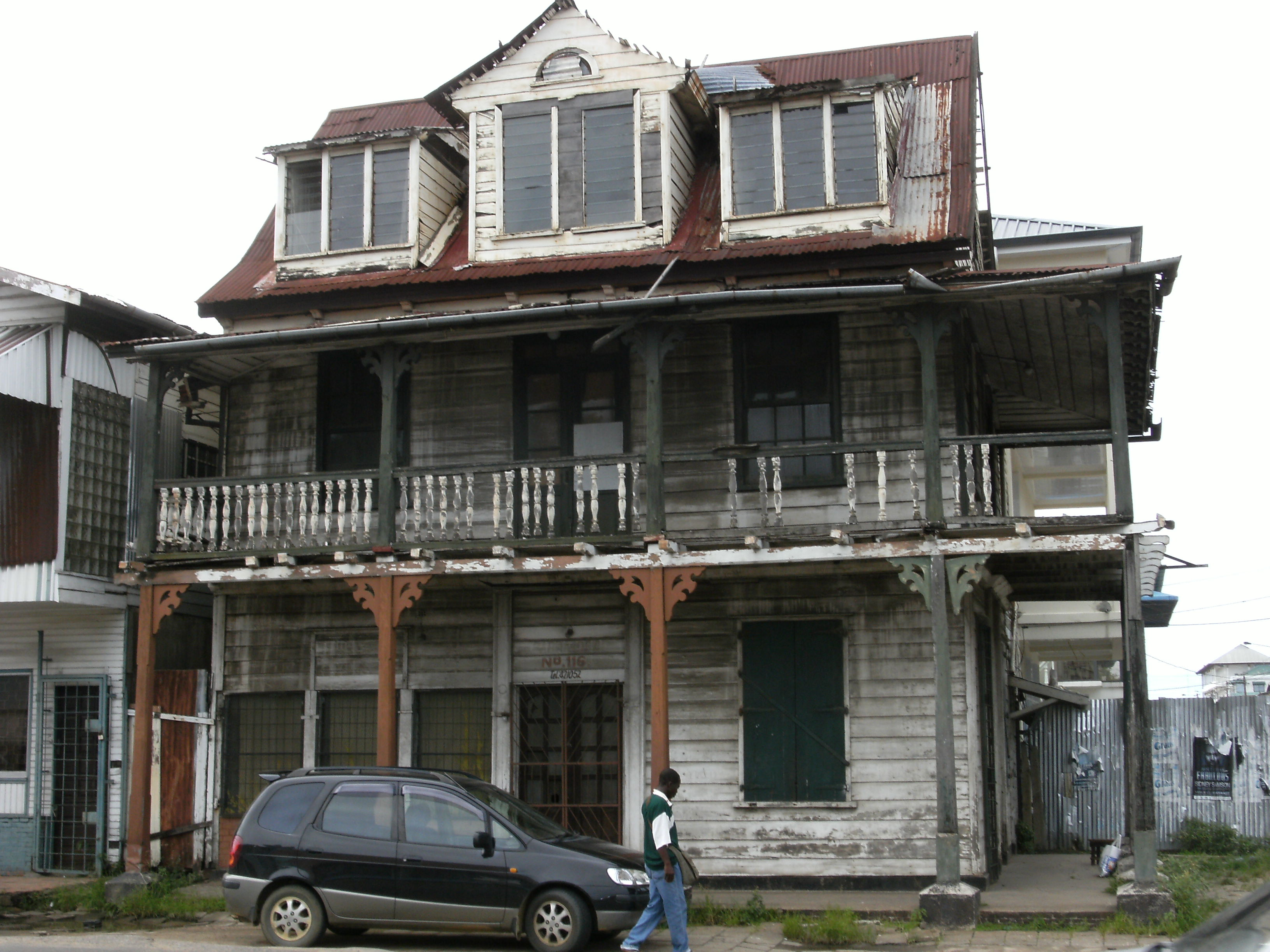 File Dilapidated House In Paramaribo Jpg Wikimedia Commons