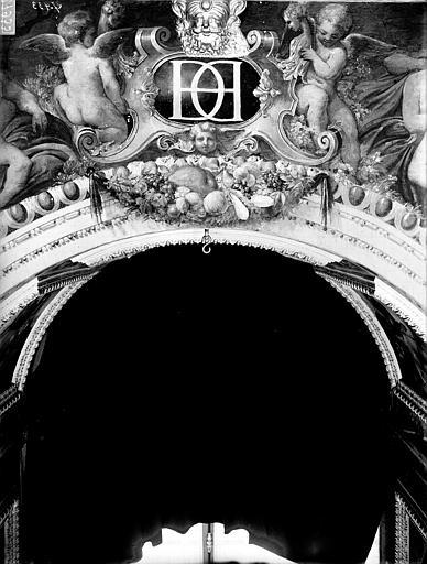 File:Domaine national, château - Peintures murales de la galerie Henri II, clef d'arc - Fontainebleau - Médiathèque de l'architecture et du patrimoine - APMH00027933.jpg