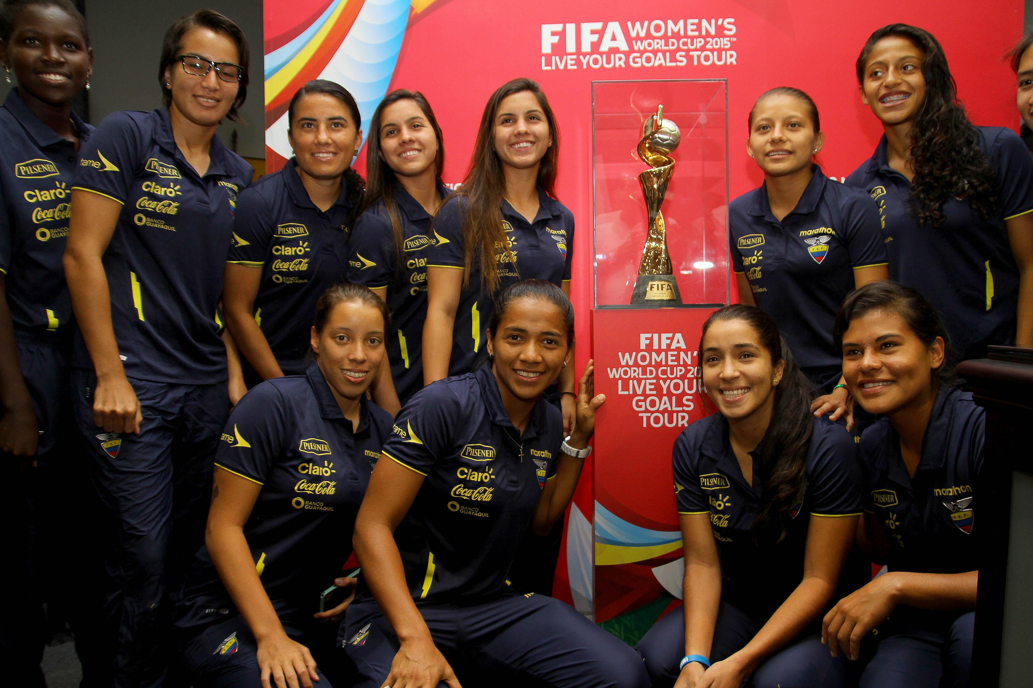 Ecuador women pictures