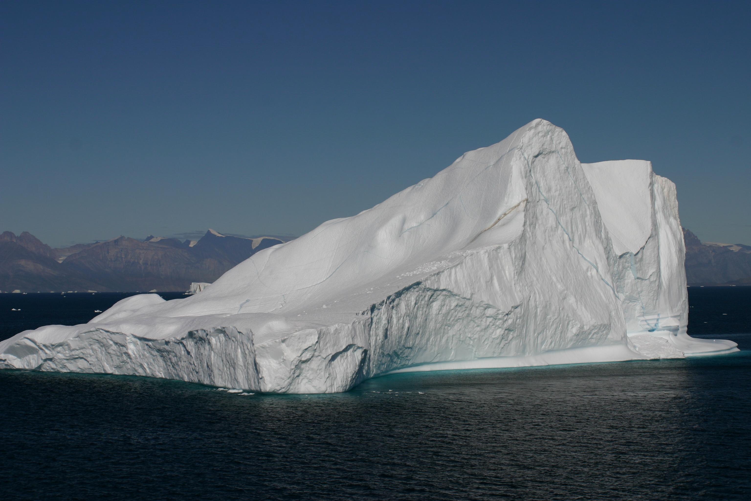 Eisberg vor der Küste Grönlands (2).jpg