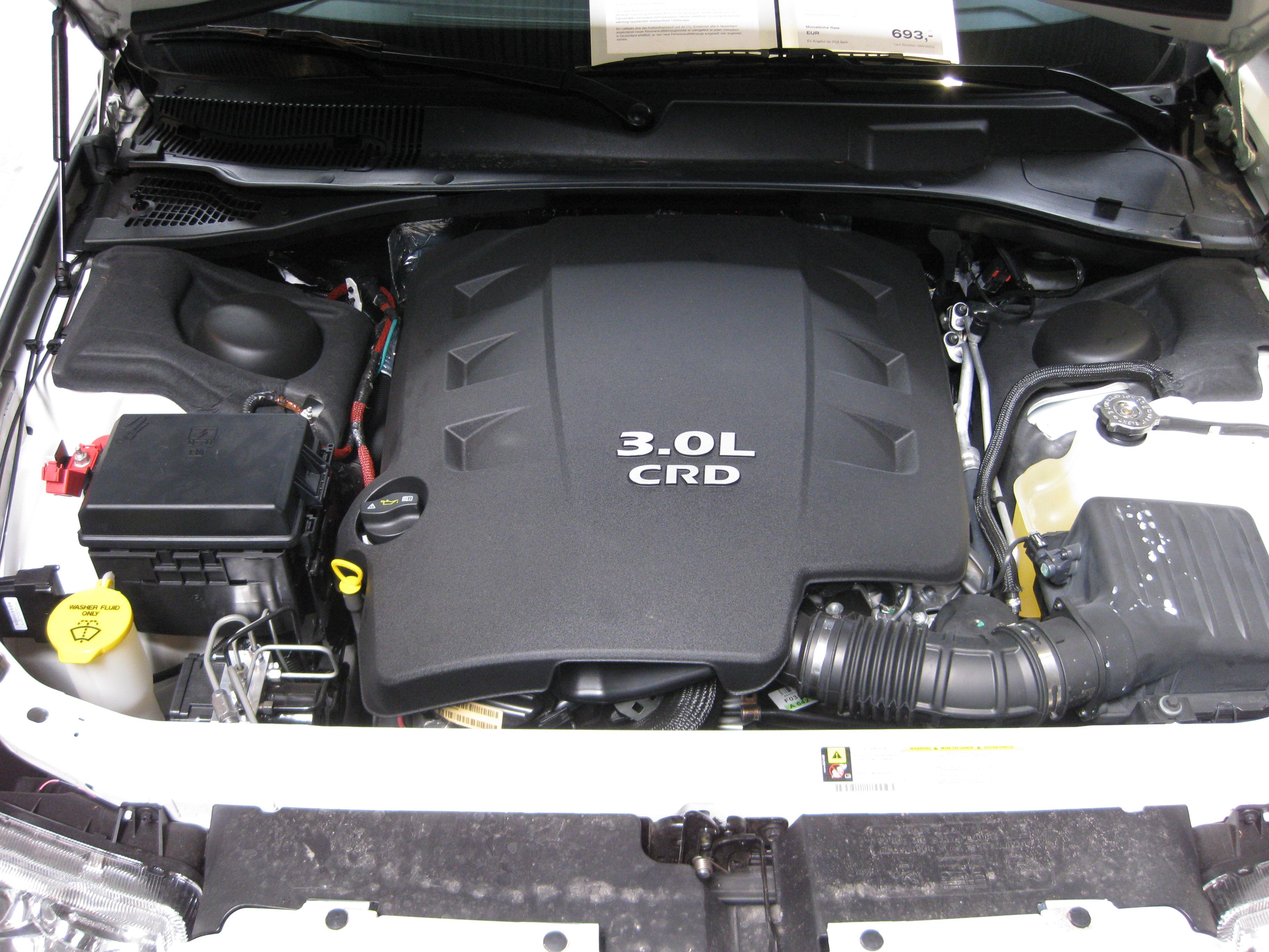 File engine chrysler 300 crd jpg wikimedia commons for Motor for chrysler 300