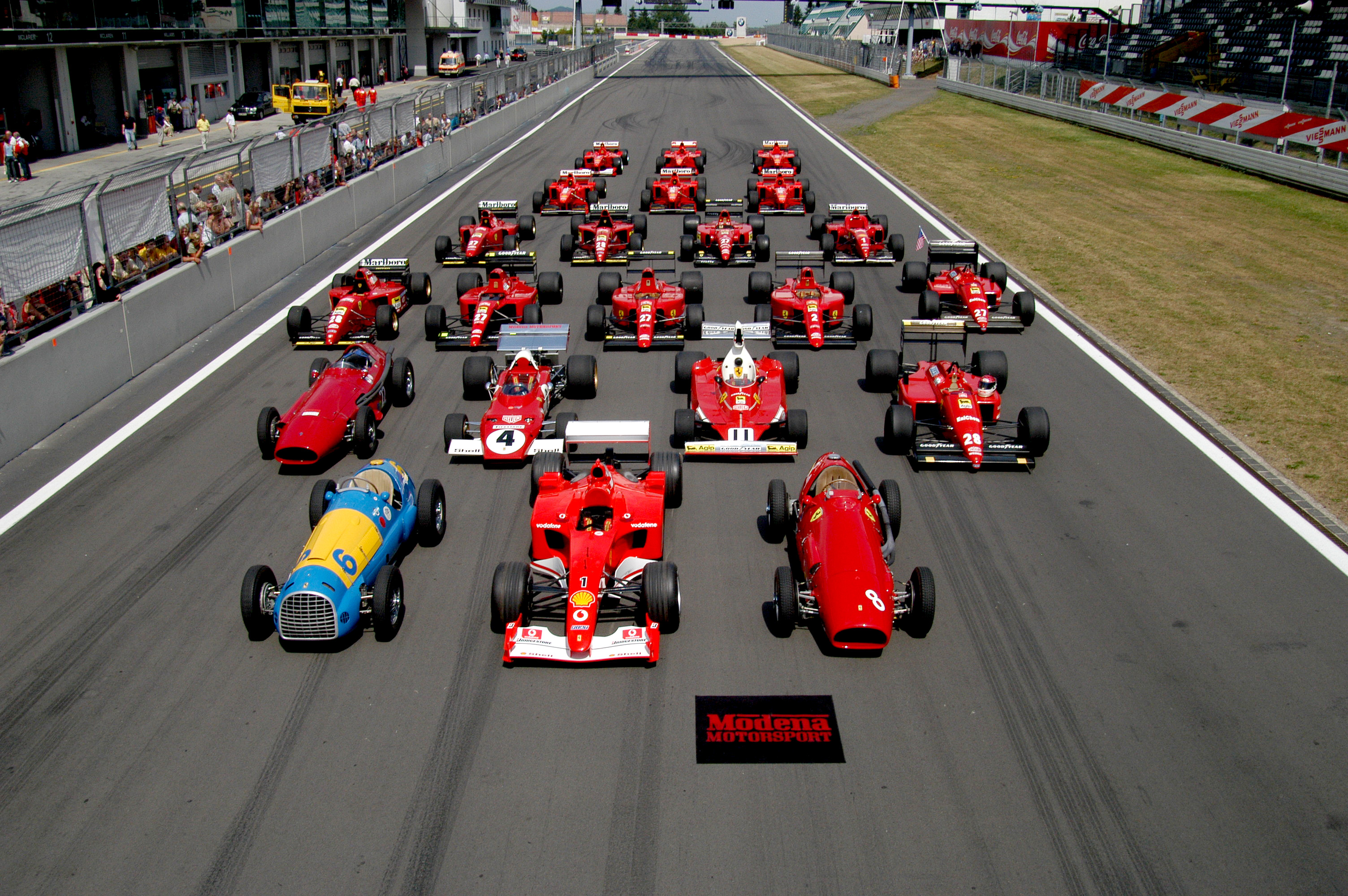 Description Ferrari Formula 1 lineup at the Nürburgring.jpg