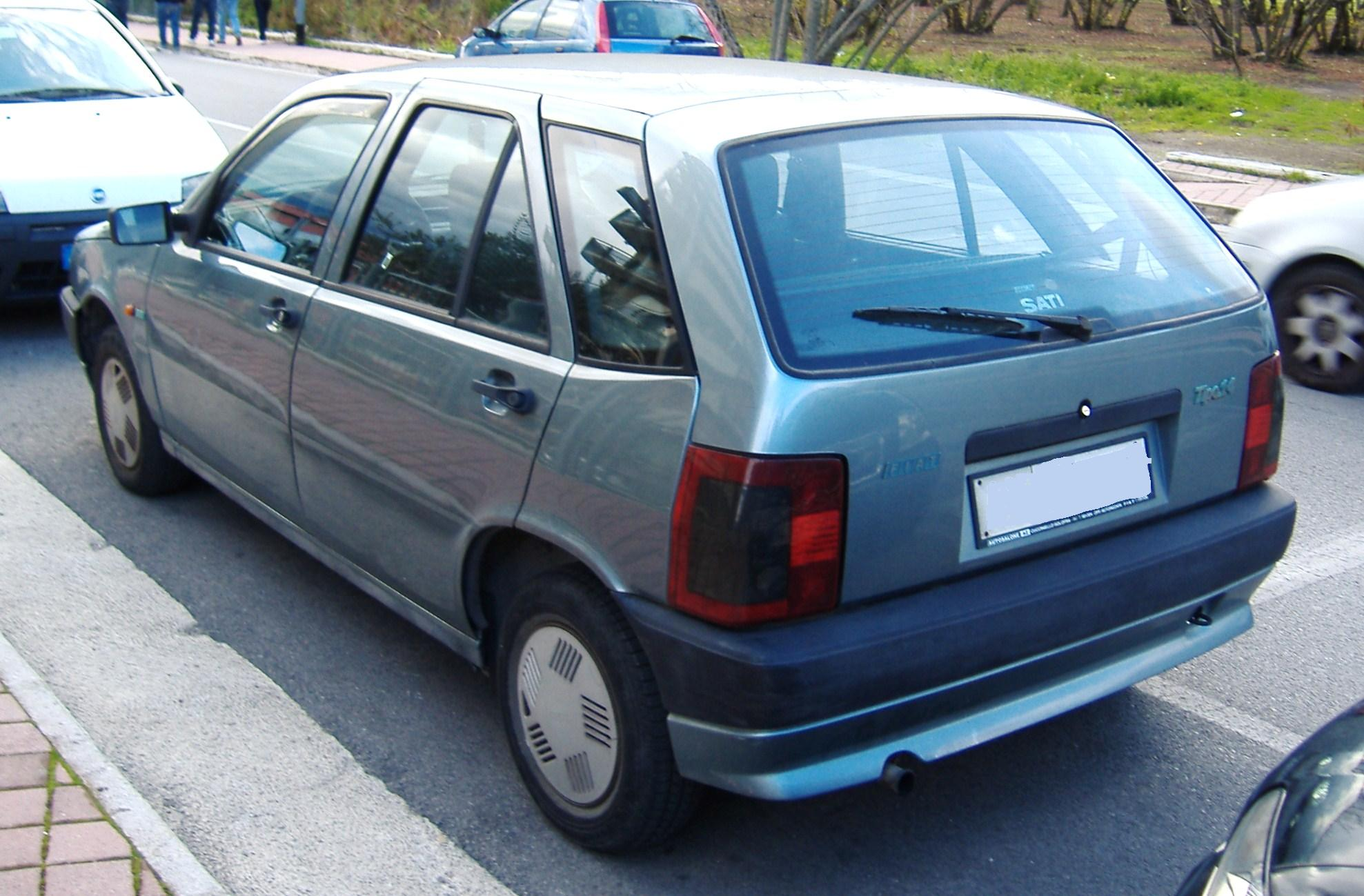 File Fiat Tipo 1 4L rear on fiat palio 2000