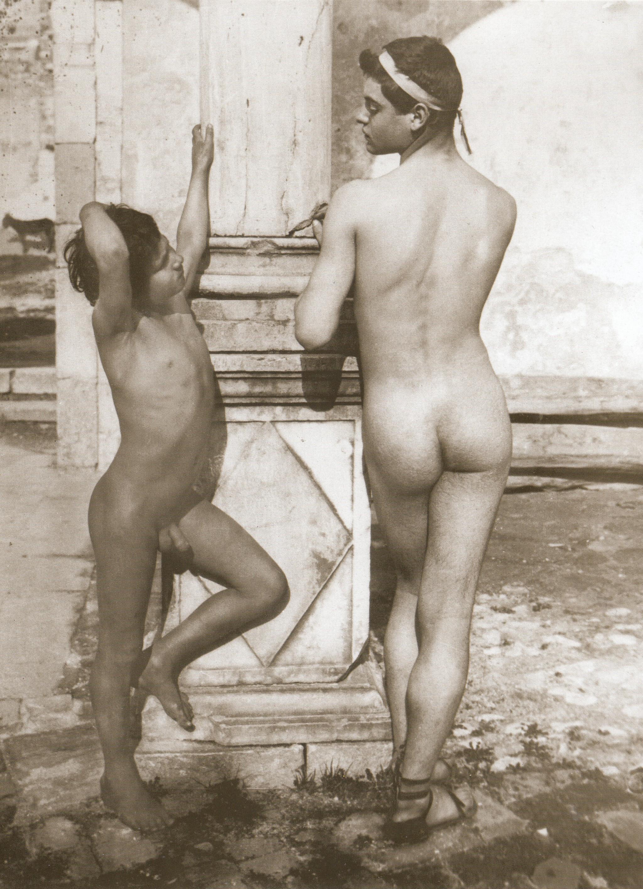 File:Gloeden, Wilhelm von (1856-1931) - n. 0253 - 1902-05 - Ragazzo con tenia - Twelvetrees p. 48.jpg