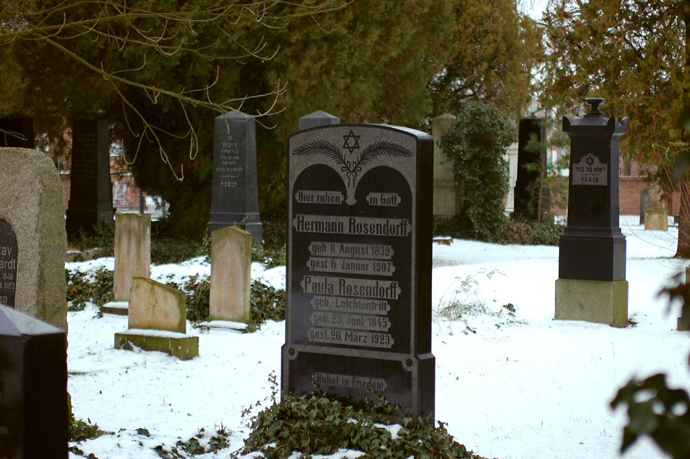 Grabstein auf dem Jüdischen Friedhof in Schwedt 2.jpg