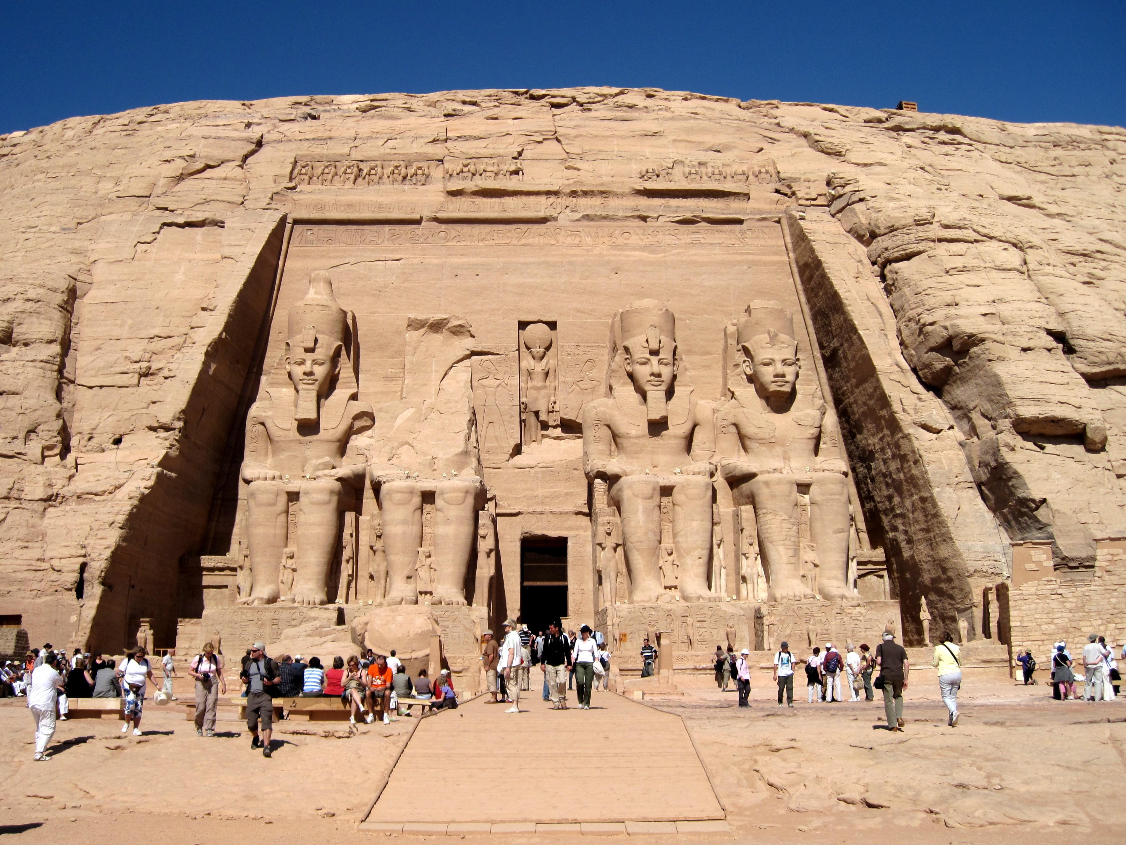 Großer Tempel (Abu Simbel) 02.jpg