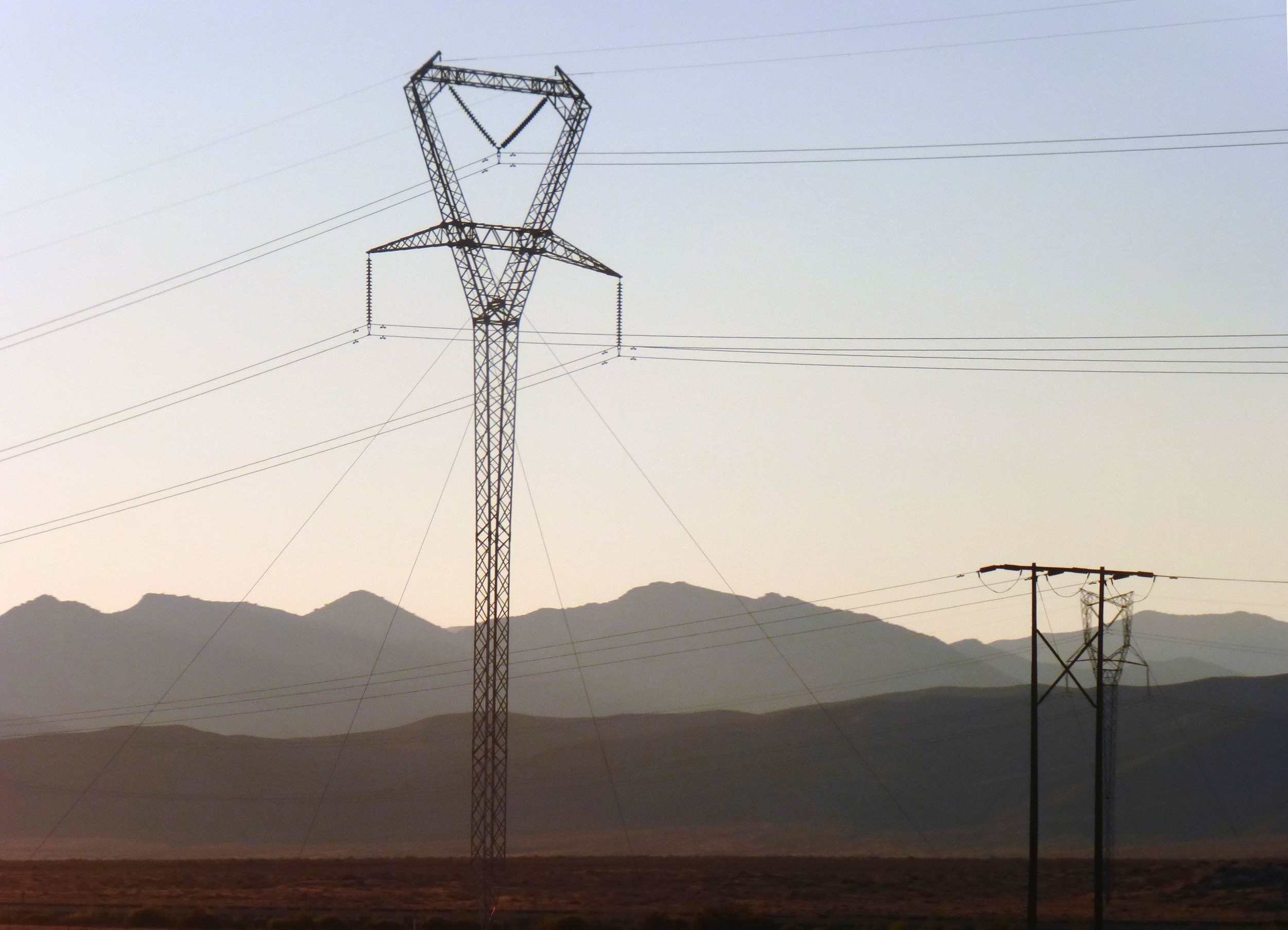 Electric Power Transmission Structures : File guyed delta transmission tower g wikimedia commons