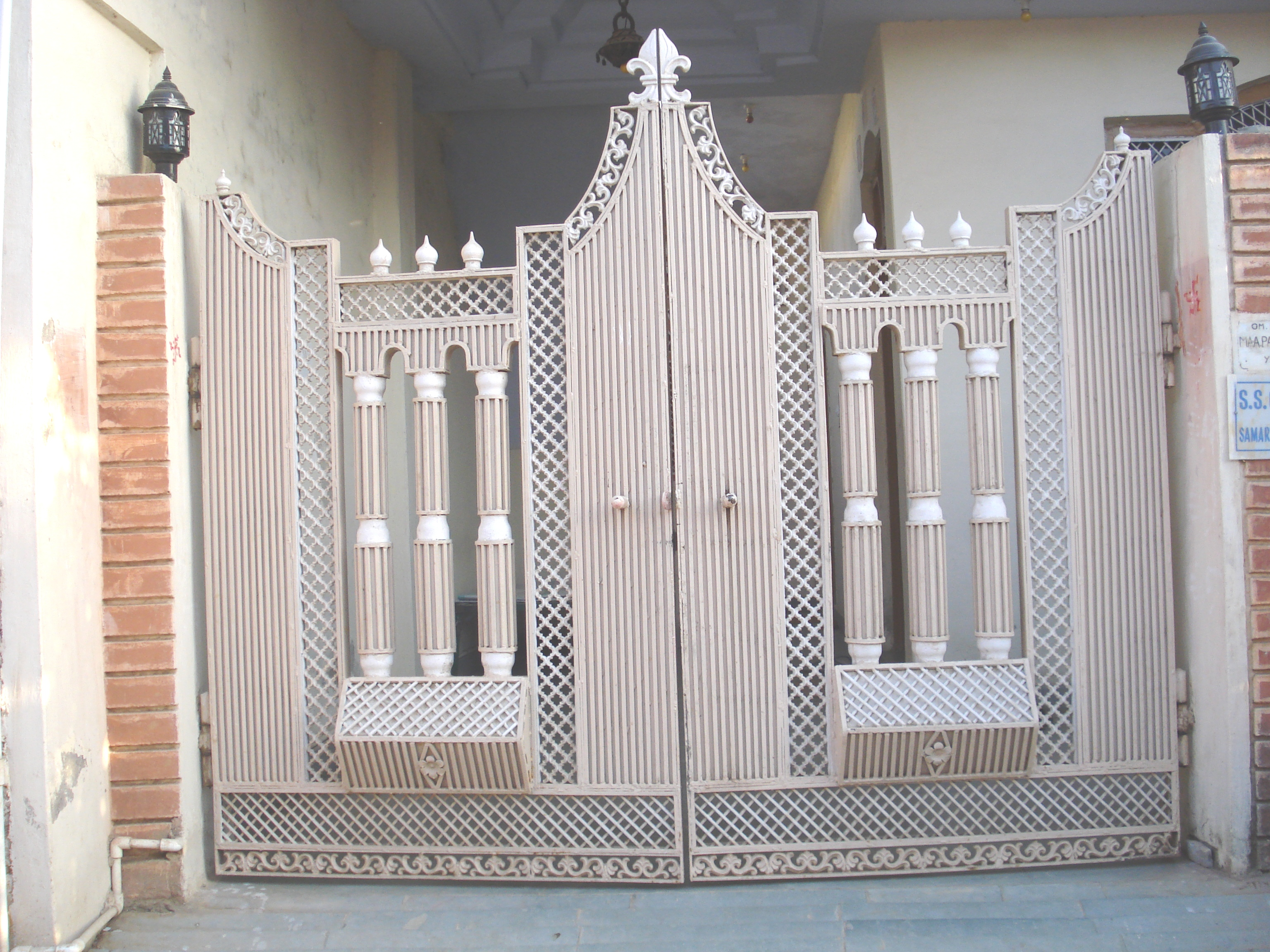 Modern Steel Main Gate Design For Home Composition - Home Decorating ...