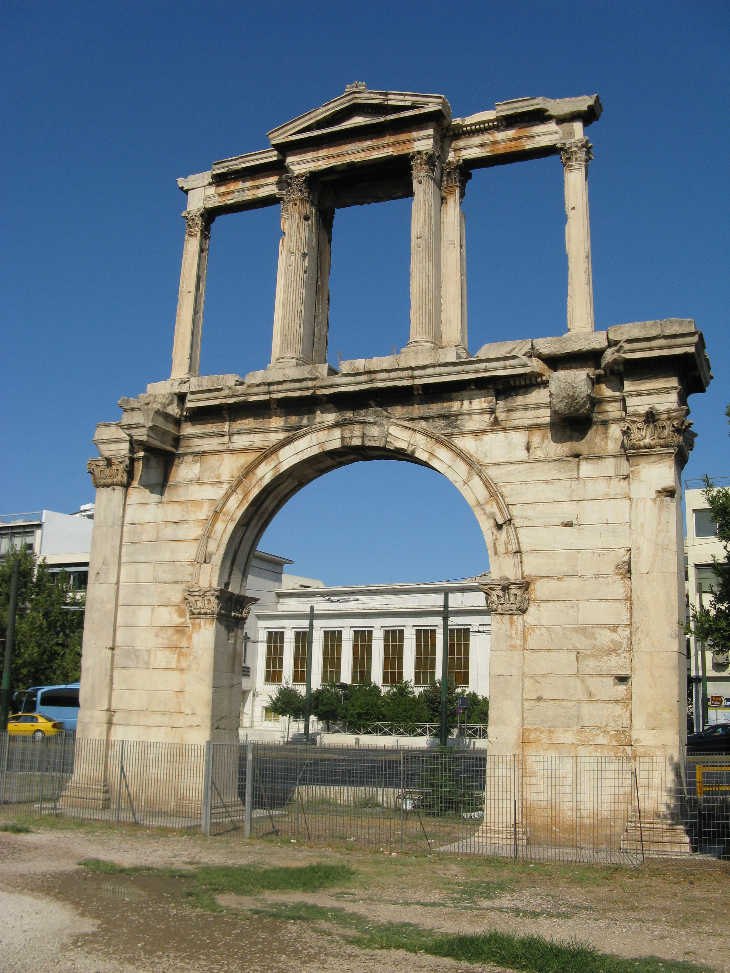 File:Hadrians Arch01.jpg - Wikimedia Commons