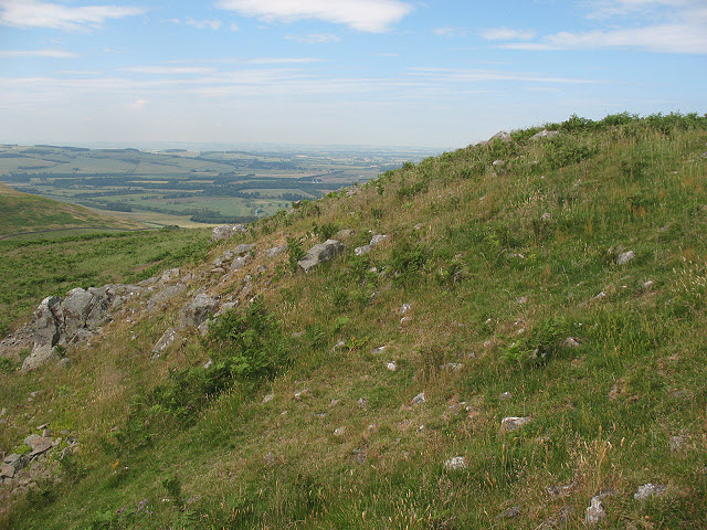 Humbleton Hill, remains of the fort wall - geograph.org.uk - 1426456