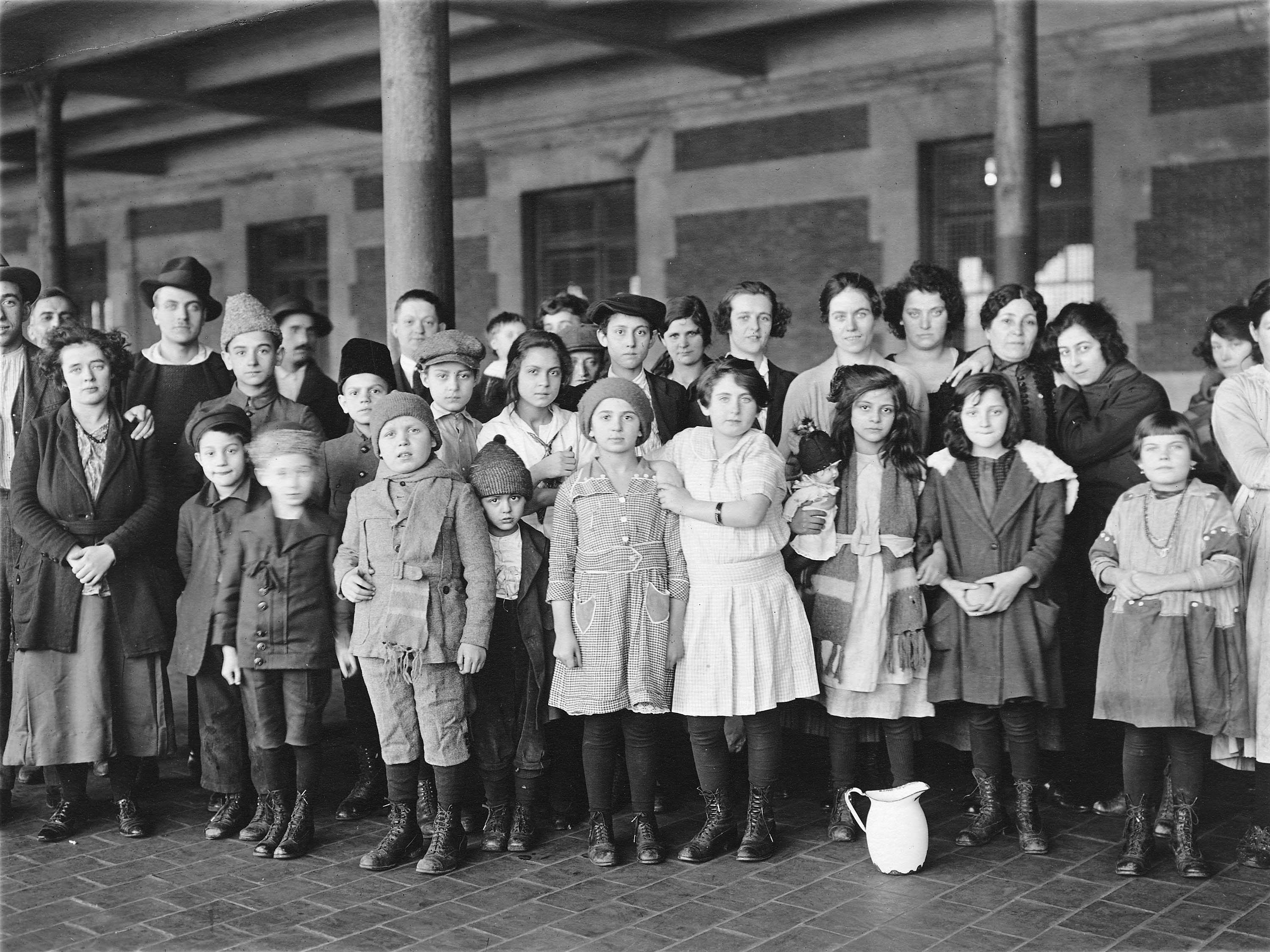Descripción immigrant children ellis island