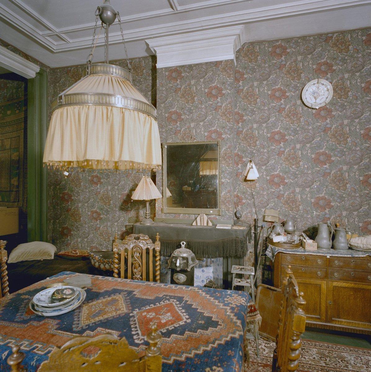 File interieur woonkamer met behangsel laat 19e eeuw 39 s gravenhage 20327036 - Interieur woonkamer ...