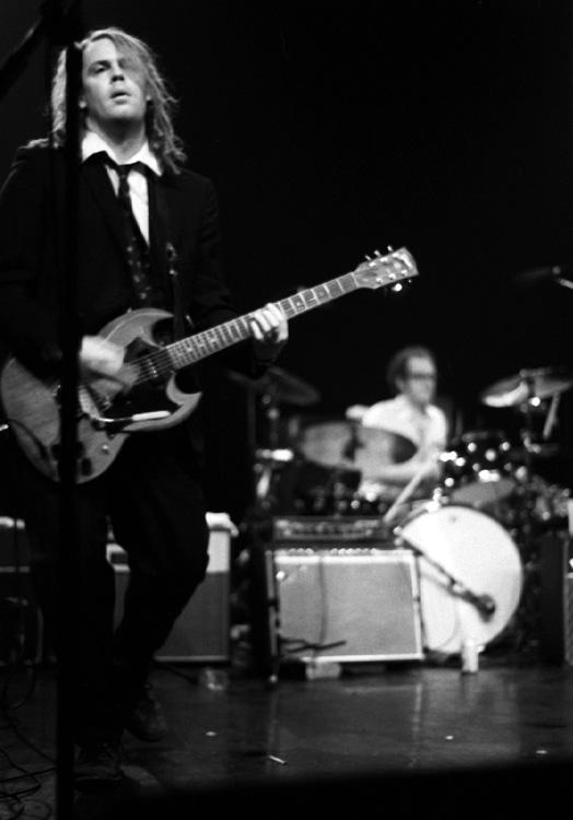 Poco después de la grabación de Yankee Hotel Foxtrot Tweedy despidió a Jay Bennett de la banda.