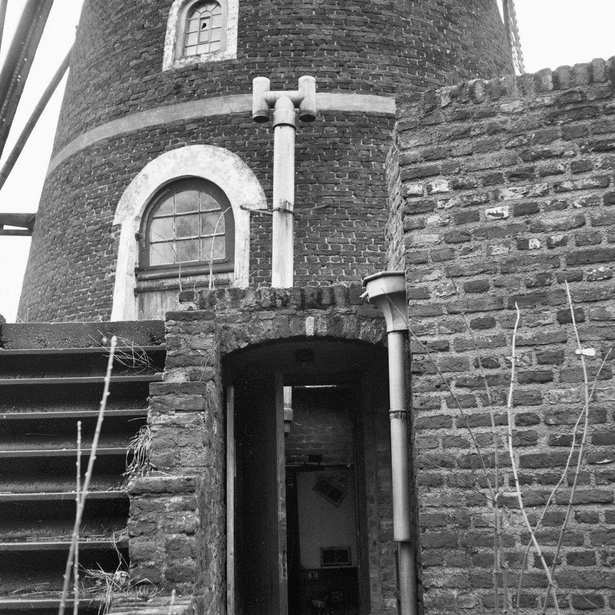 File:Korenmolen Rust na Arbeid, ruimte voor C.V. in de molenberg