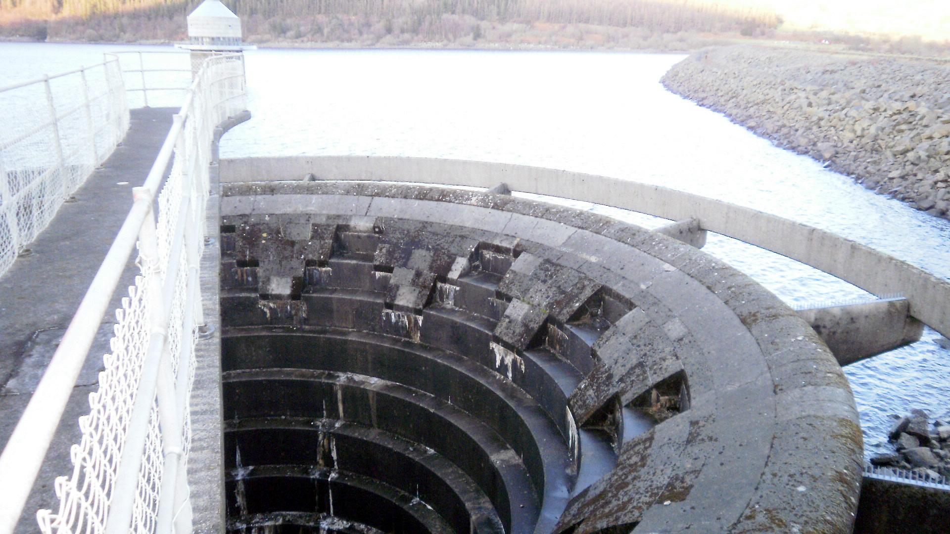 file llyn celyn spillway looking down jpg wikimedia commons