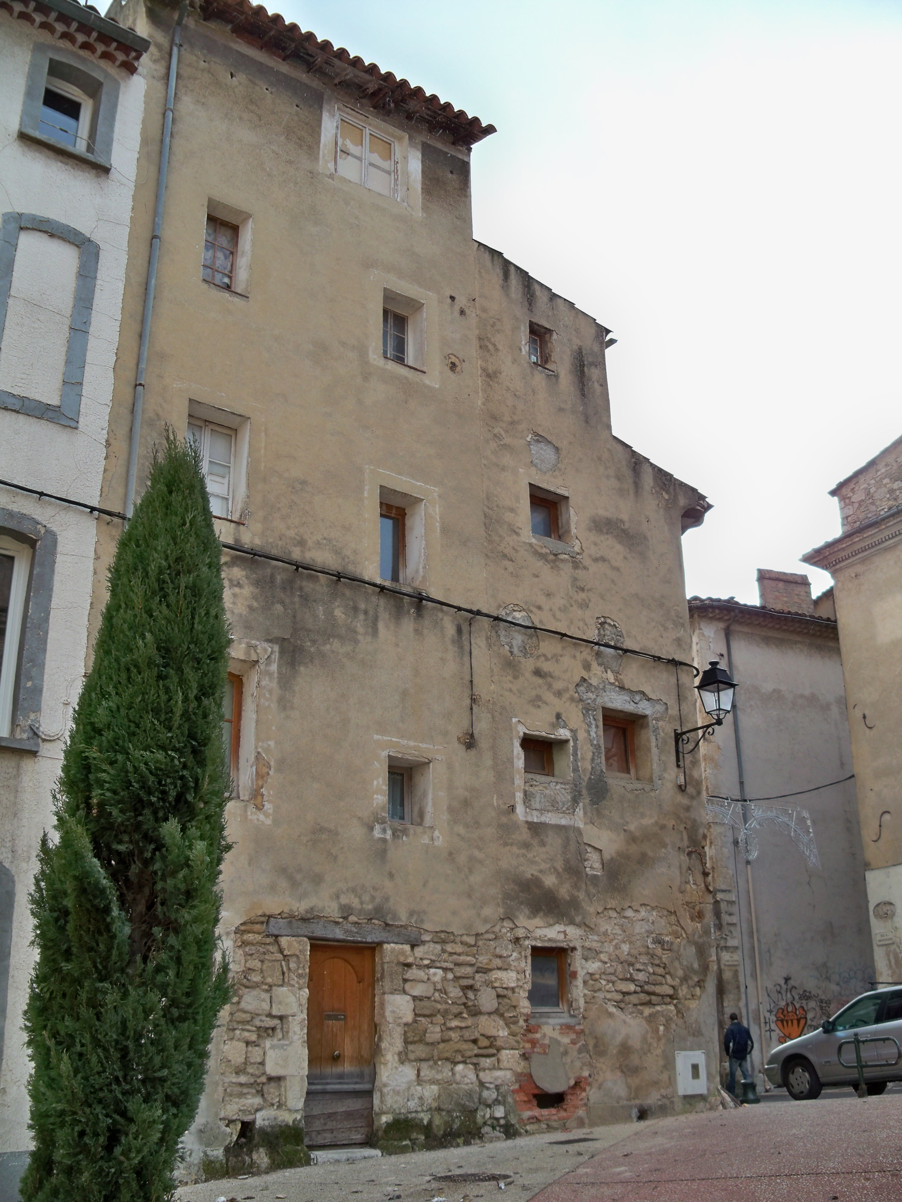 File maisons apt jpg wikimedia commons for Escalier exterieur original