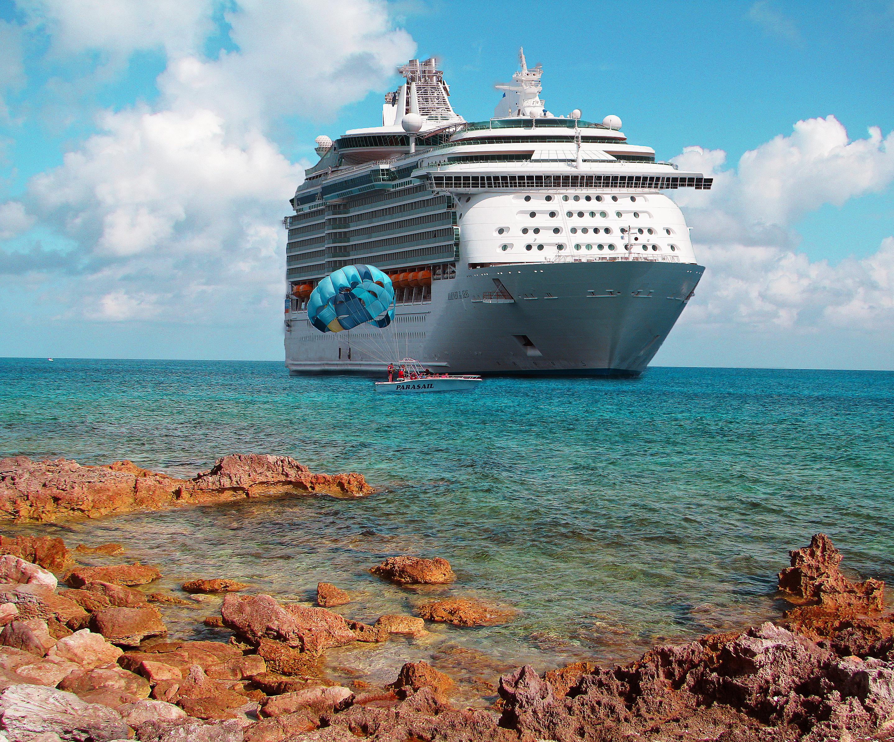 File:Mariner of the Seas in the Caribbean.jpg - Wikimedia ...