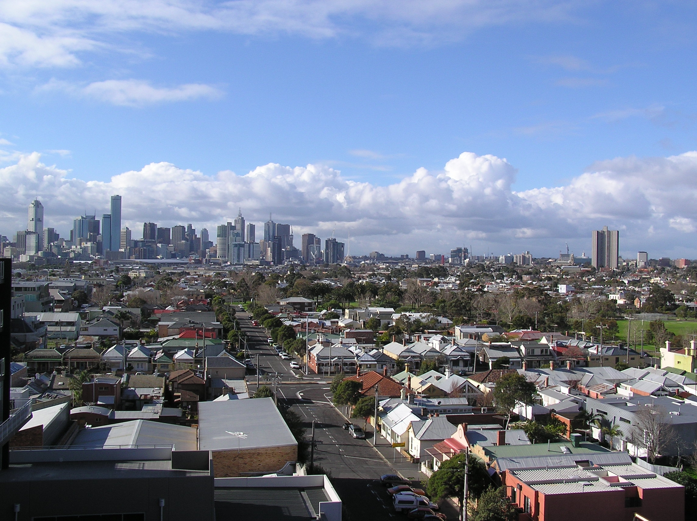 File Melbourne Skyline View From Bayview Apartment Jpg Wikimedia Commons