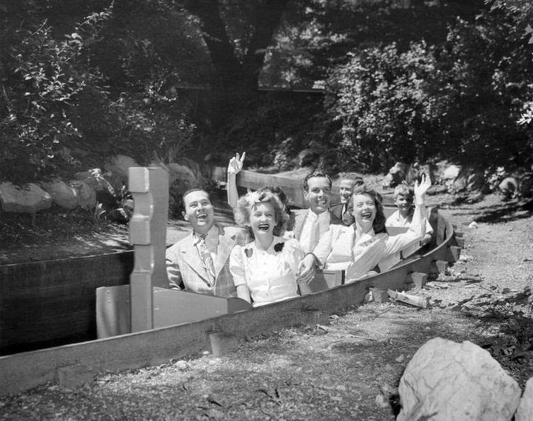 File:Mill on the Floss ride Riverview Park Chicago 1942.JPG