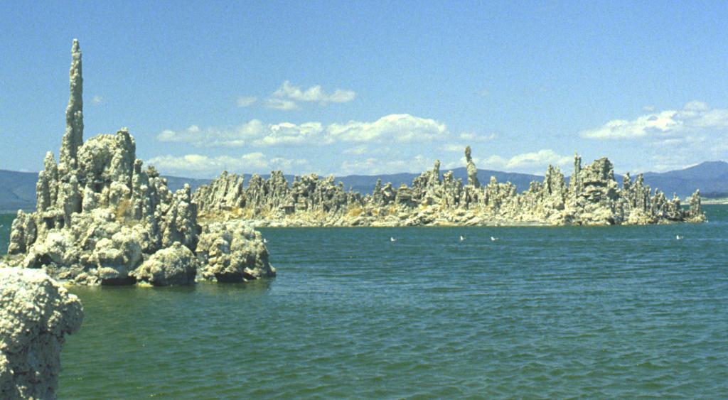 Mono-lake-tufa-1981-003.jpg