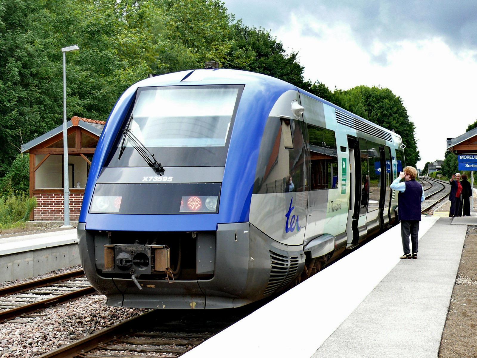 """Résultat de recherche d'images pour """"train gare de moreuil"""""""