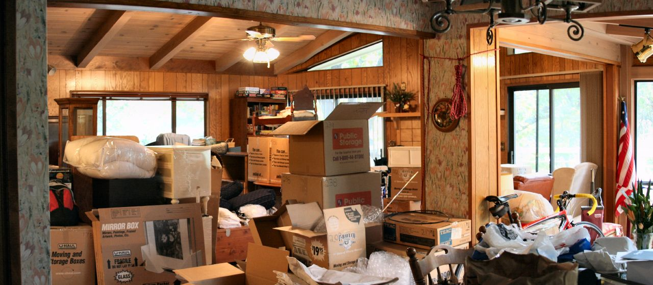 By Steve Ryan from Groveland, CA, USA (Moving Mess - Day 4) [CC-BY-SA-2.0 (http://creativecommons.org/licenses/by-sa/2.0)], via Wikimedia Commons