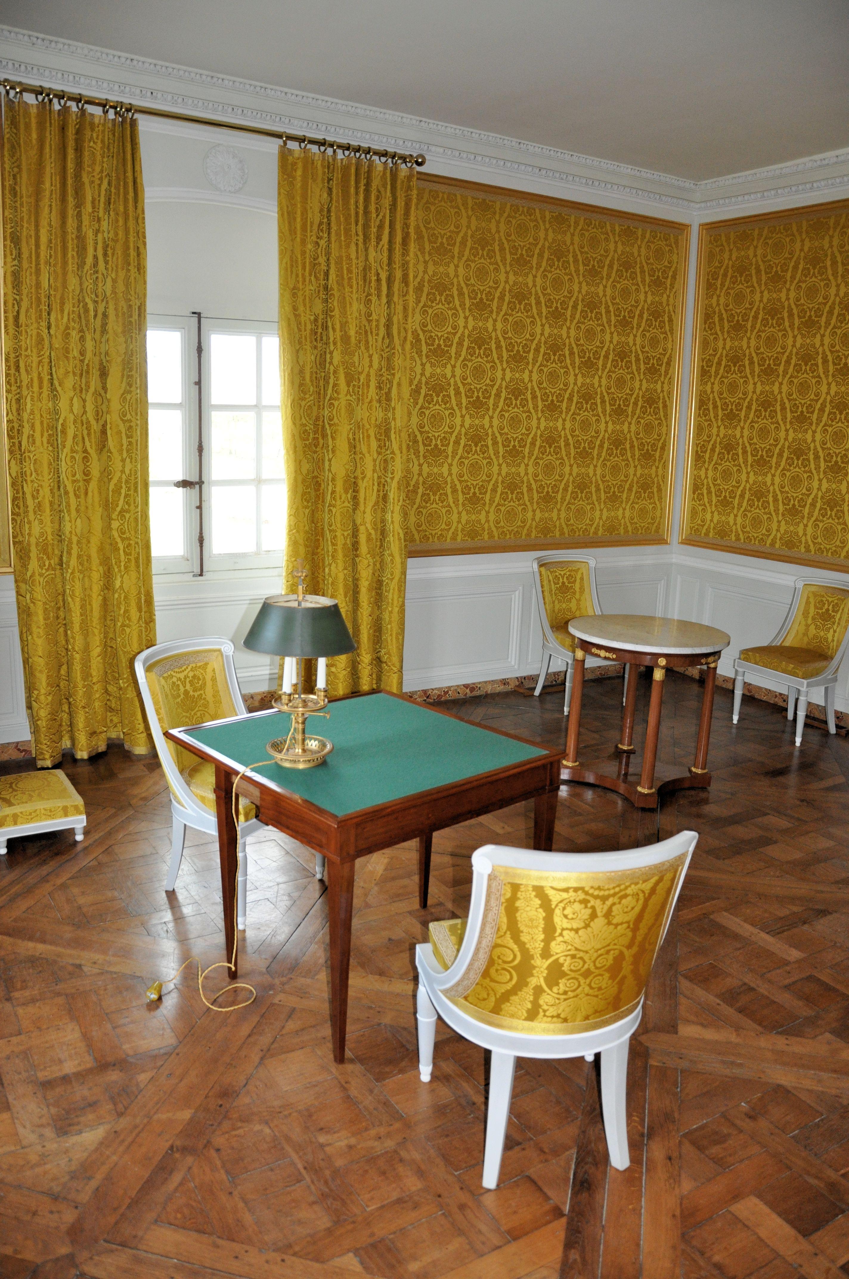 File:Petit Trianon - Attique - Salle évoquant le cabinet de toilette ...