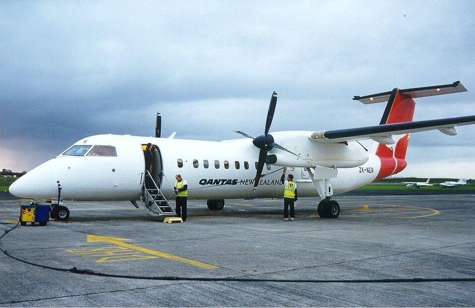 File:Qantas New Zealand Dash 8 Zuppicich-1.jpg - Wikimedia ...