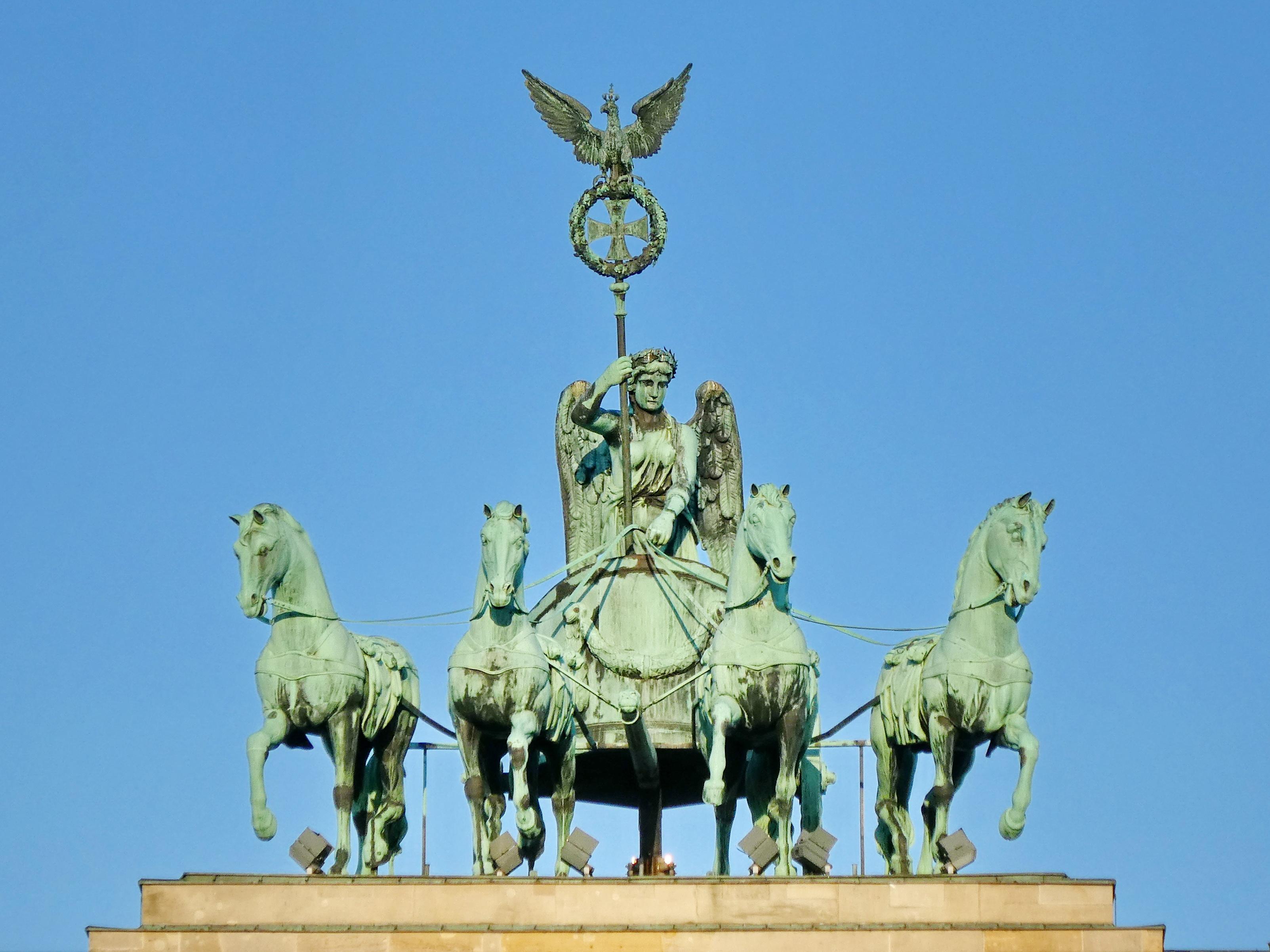 Datei Quadriga Auf Brandenburger Tor In Berlin Jpg Wikipedia
