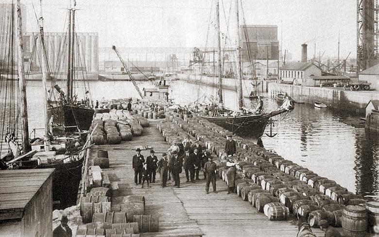 File:Quebec-wharf.jpg