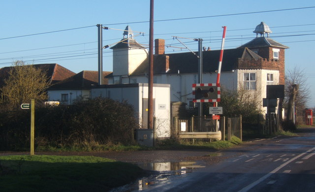 File:Railway crossing at Mellis - geograph.org.uk - 1083170.jpg