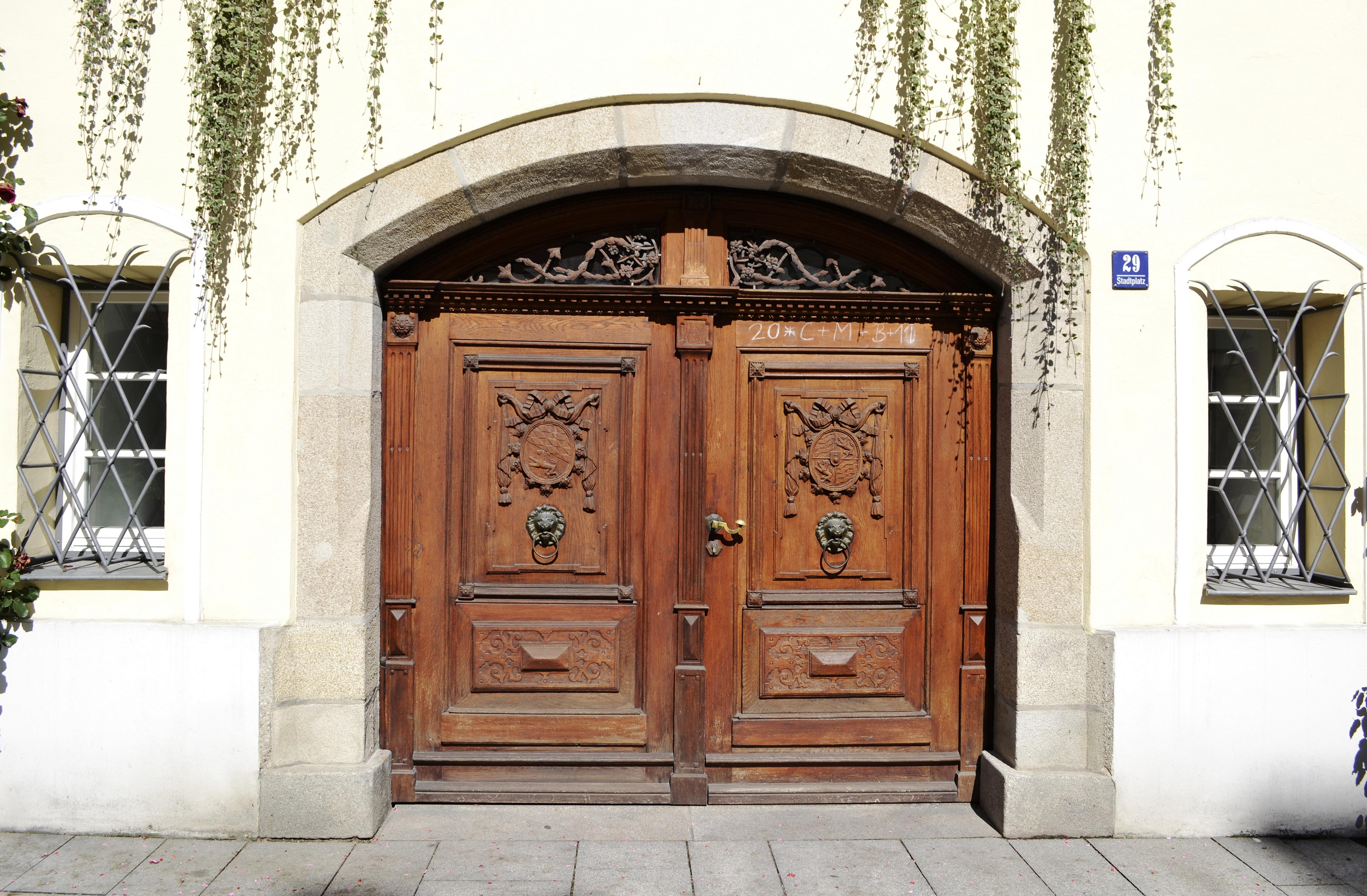 Eingangstür file rathaus vilshofen a d donau eingangstür jpg wikimedia commons