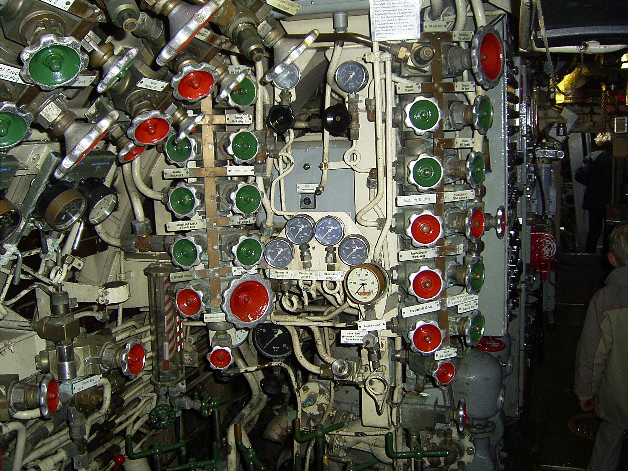 Druckluft-Regelventile eines deutschen U-Bootes der Klasse 205