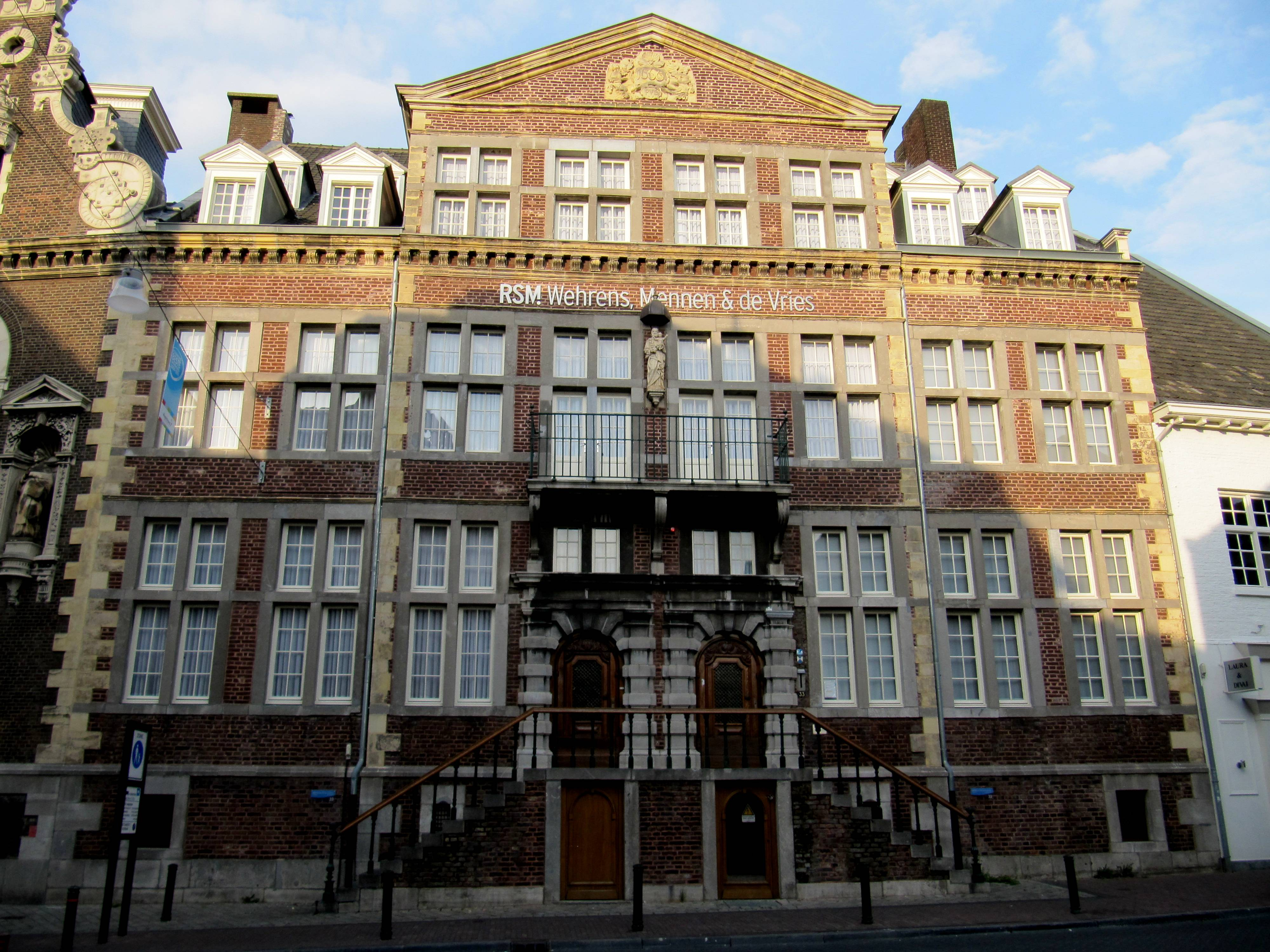 File roermond huis de steenen wikimedia commons for Huis trappen prijzen