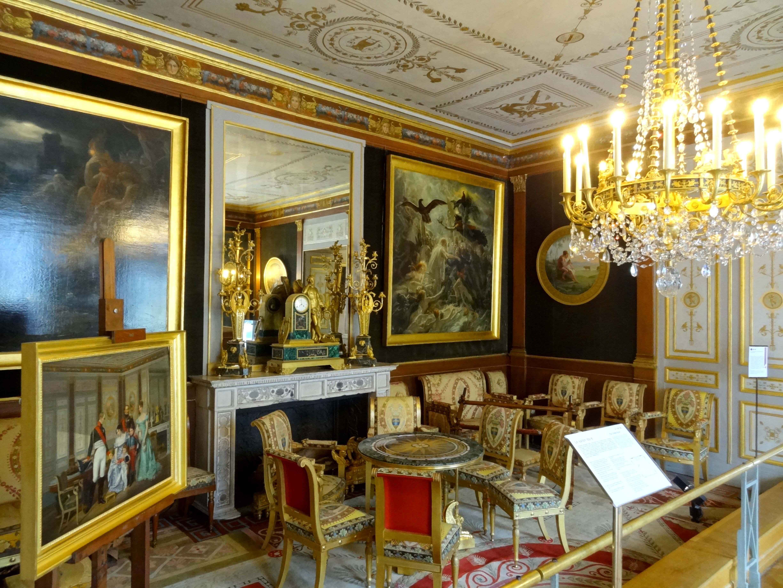 chateau rueil malmaison rue du chateau with chateau rueil. Black Bedroom Furniture Sets. Home Design Ideas