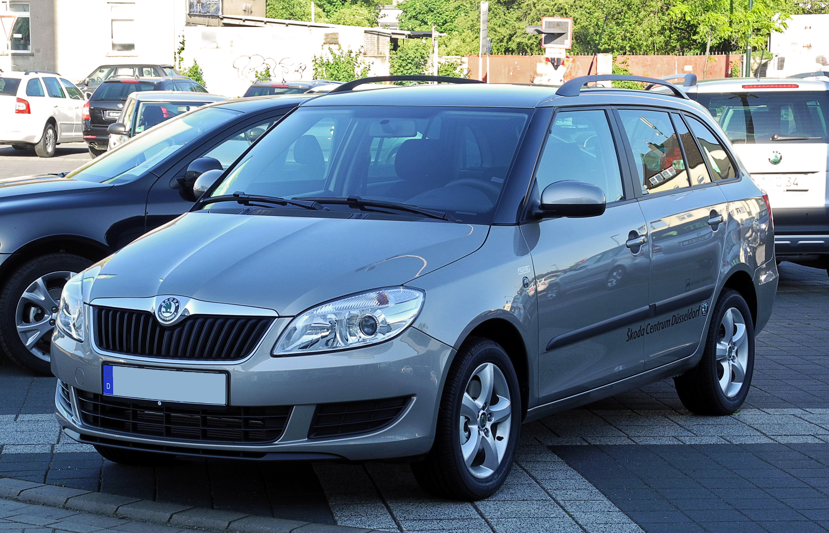 file skoda fabia combi familiy ii facelift frontansicht 2 juni 2011 d. Black Bedroom Furniture Sets. Home Design Ideas