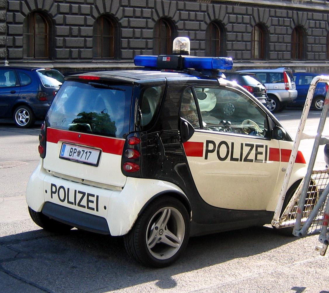 Smart_police_car.jpg