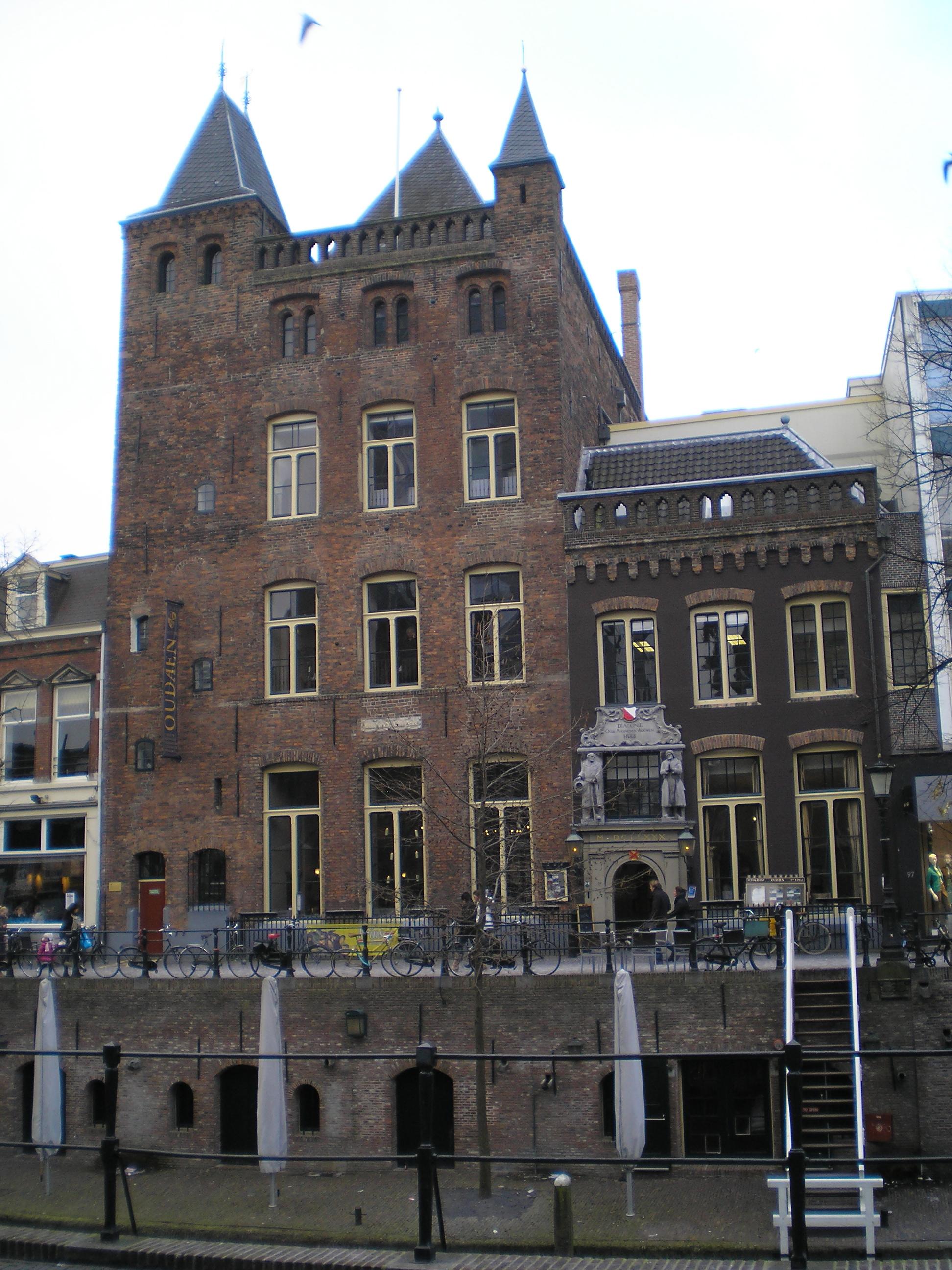 File Stadskasteel Oudaen Oudegracht 99 Utrecht Nederland JPG   Wikimedia Commons